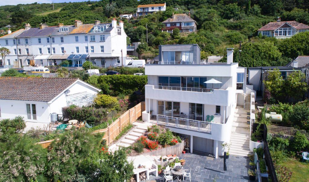 Award-winning new home Dar Gwenen